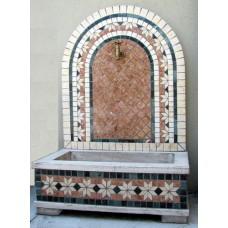 Fontana a Parete in Mosaico Geometrico