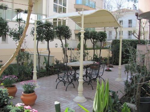 Realizzazione di arredi per giardino riccionese fonderia for Vendita arredi da giardino