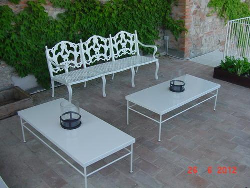 terrazza Vasi disegno : Terrazza panoramica. Tavolini in ferro realizzati su disegno e porta ...