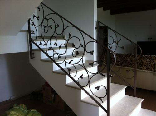 Ringhiere per interno e corrimano scala in ferro forgiato - Ringhiere in ferro per interni ...