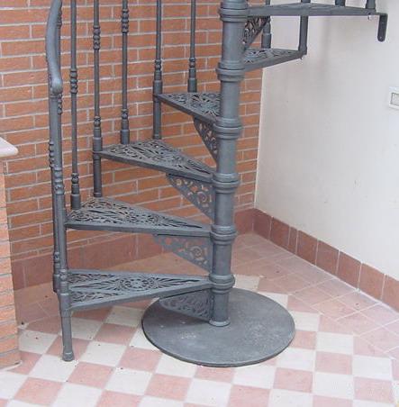 Scala a chiocciola in ghisa liberty rimini for Quadrato della scala a chiocciola
