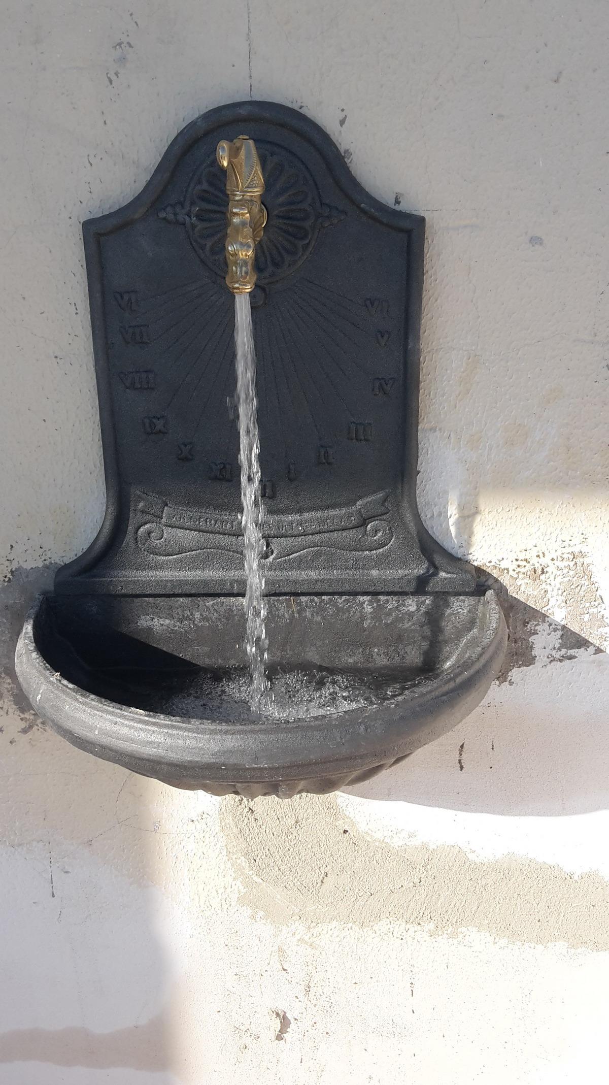 Montaggio fontana muro sospesa