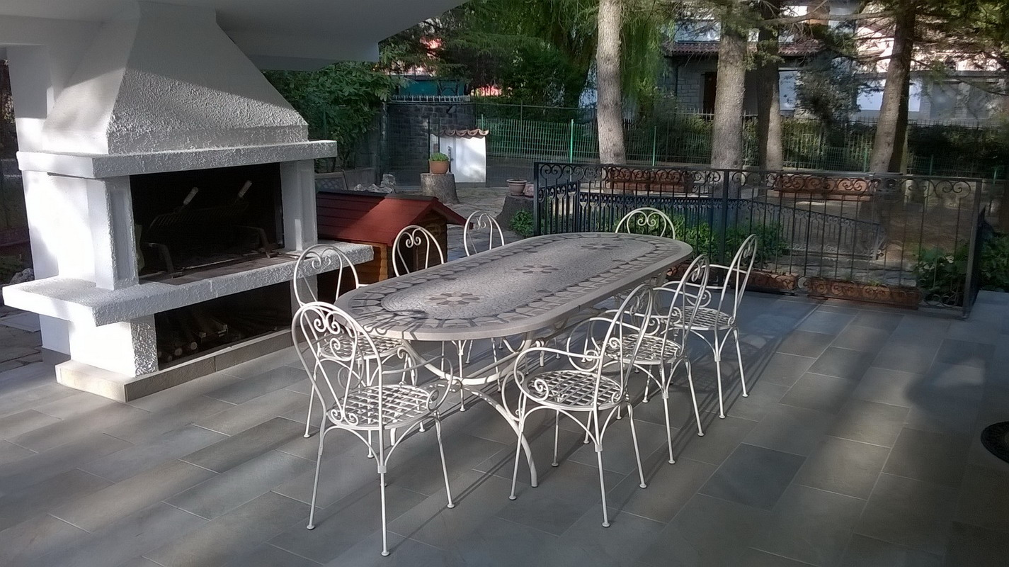 Tavolo terrazzo mosaico fonderia innocentifonderia innocenti for Tavolo sedie esterno