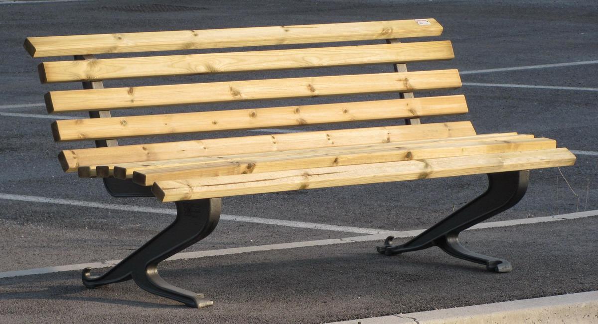 Panchina randunica ghisa arredo urbano legno pino 4021 for Arredo urbano legno
