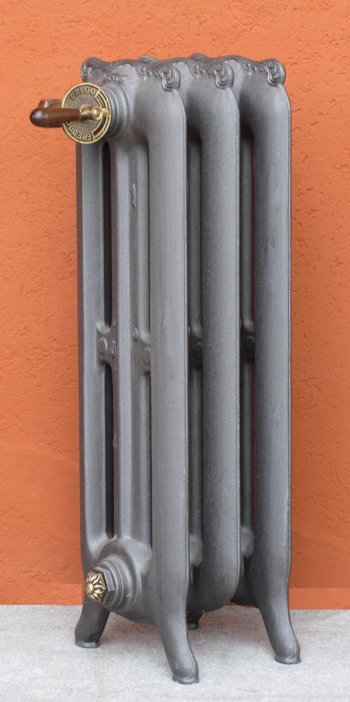 Termosifoni radiatori ghisa stile tiffany liscio 3 colonne for Radiatori in ghisa ferroli